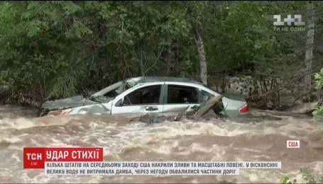 Затоплені автівки та вирви замість доріг: кілька американських штатів накрили масштабні повені