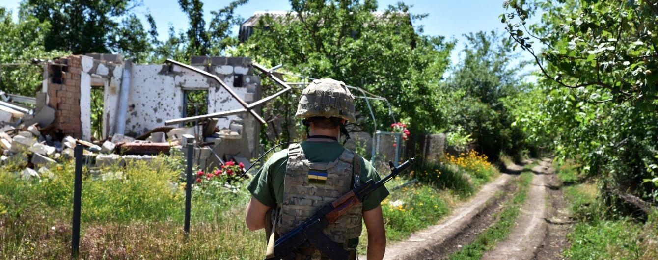 На передовій бойовики поранили українського бійця. Ситуація на Донбасі