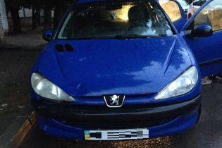 Недолугий викрадач автомобілів попався поліції відразу після викрадення