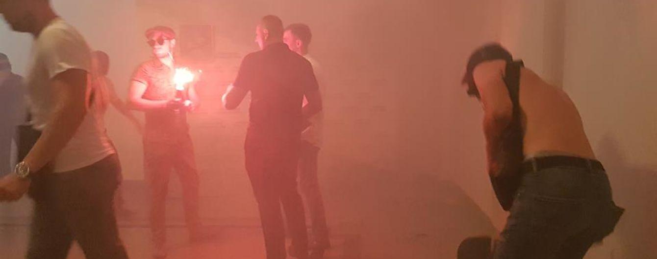 У Харкові в будівлі мерії невідомі кинули димову шашку