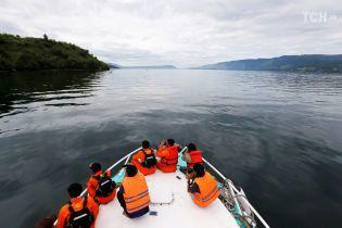 Оказались в ловушке: после трагедии на пароме в Индонезии разыскивают уже 180 пассажиров