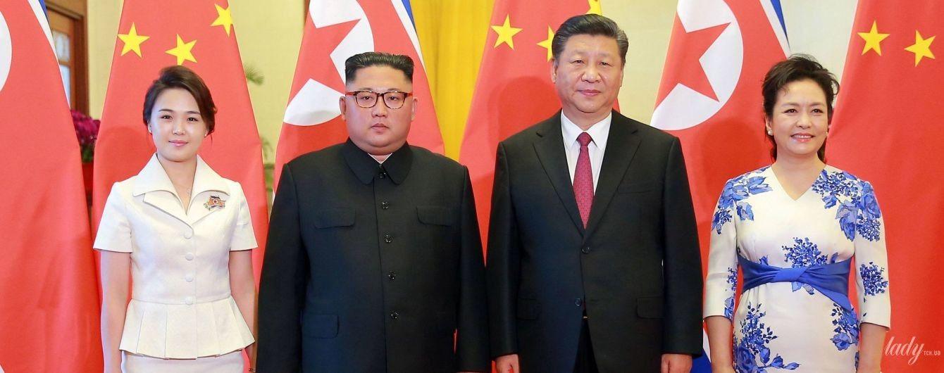 Битва образов первых леди: нежная Ли Соль Чжу vs элегантная Пэн Лиюань