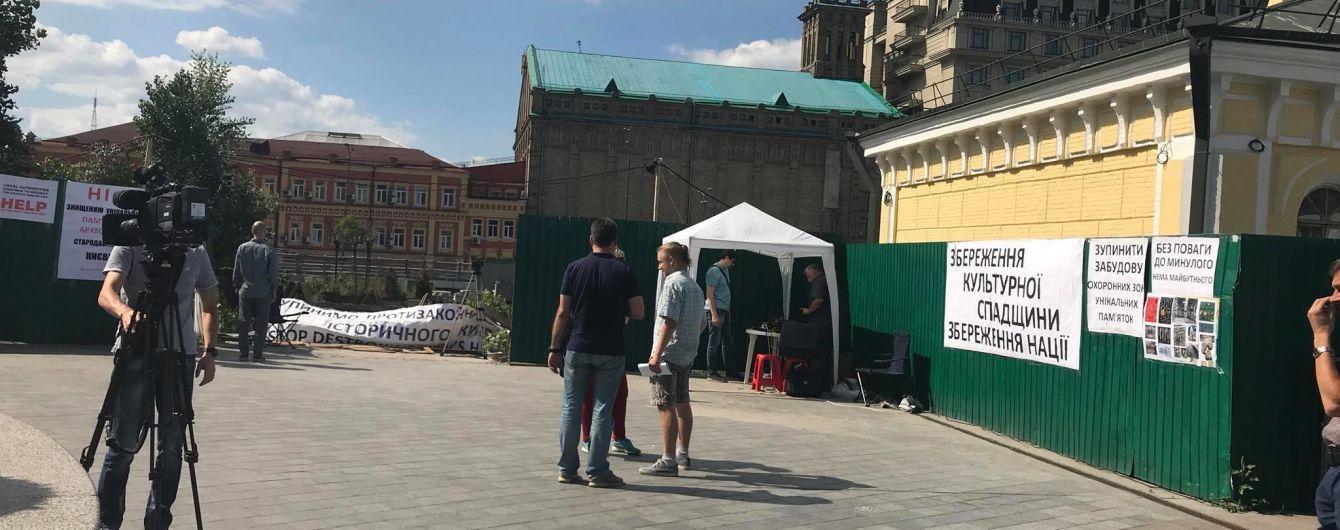 """""""Никаких ТРЦ"""". На Почтовой площади активисты взяли под контроль территорию скандальной стройки"""