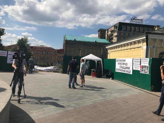 """""""Ніяких ТРЦ"""". На Поштовій площі активісти взяли під контроль територію скандального будівництва"""