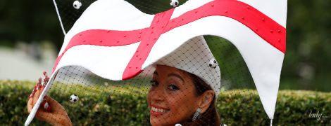 Второй день скачок в Аскоте: шляпа в виде флага, смелое декольте и платье с пряниками