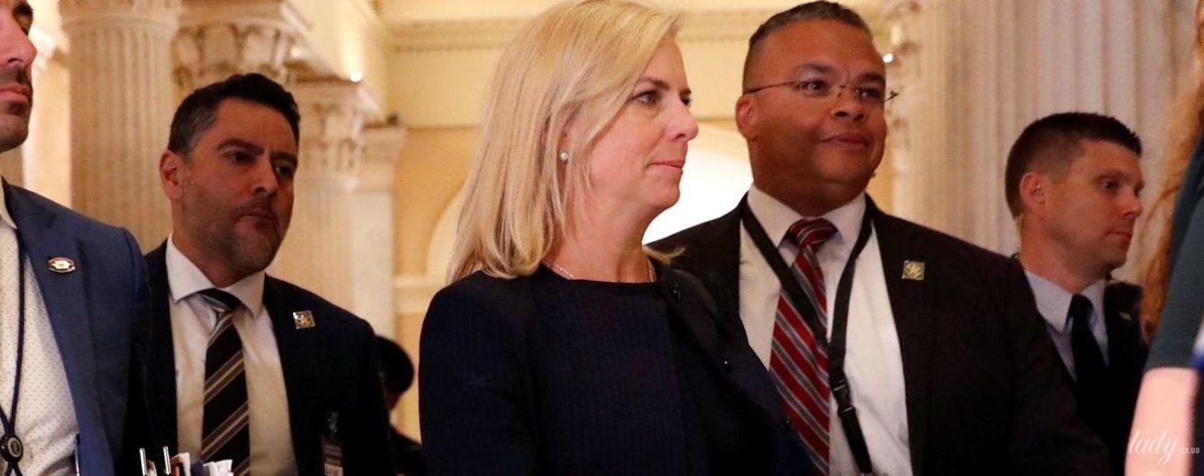 В черном костюме и на шпильках: деловой образ министра внутренней безопасности США