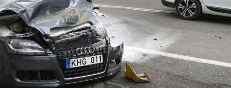 """В Тернополе иностранец на Audi с """"евробляхами"""" устроил масштабное ДТП с участием маршруток"""