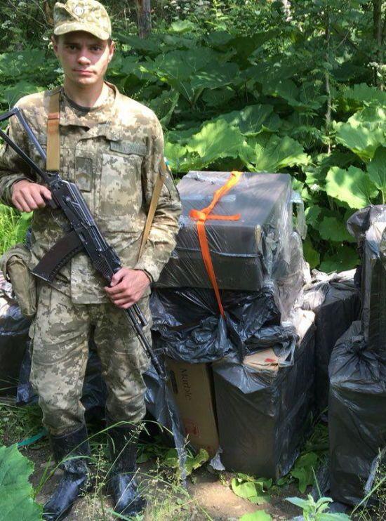 На Буковині прикордонники знову зупиняли контрабандистів пострілом