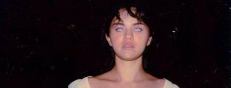 Фильм ужасов: обнаженная Селена Гомес съела глаз и утопила протез в жутком видео
