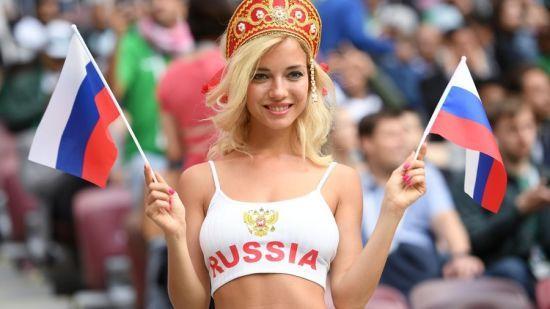 Найгарячіша російська вболівальниця виявилась порноактрисою