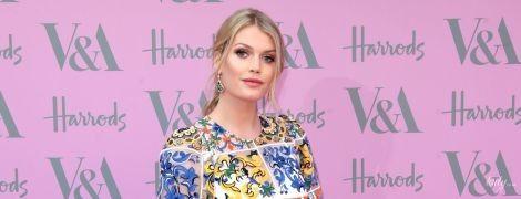 В эффектном платье от Dolce & Gabbana: сестра британских принцев - Китти Спенсер, сходила на вечеринку