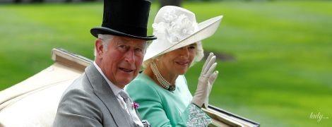 В красивом мятном наряде: герцогиня Корнуольская Камилла на скачках в Аскоте