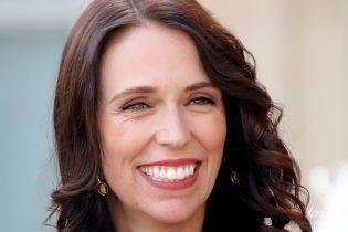 Выглядит счастливой: премьер-министр Новой Зеландии впервые показала новорожденную дочку