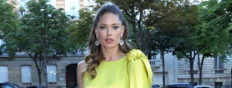В лимонном платье и на каблуках: Даутцен Крус на вечеринке в Париже