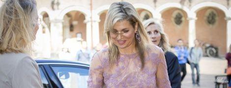 В оттенках сирени: королева Максима в элегантном наряде на торжественном мероприятии