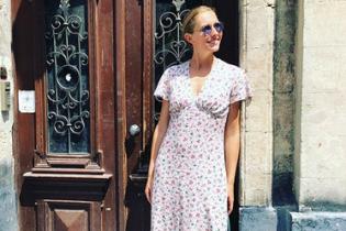 Катя Осадчая в платье с цветочным принтом прогулялась по Львову