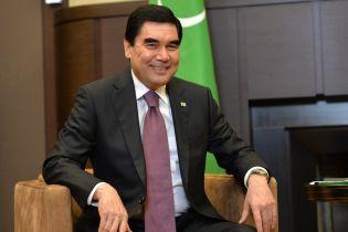 """Появилось видео, как президент Туркменистана """"нарисовал и собрал"""" эксклюзивный спорткар"""