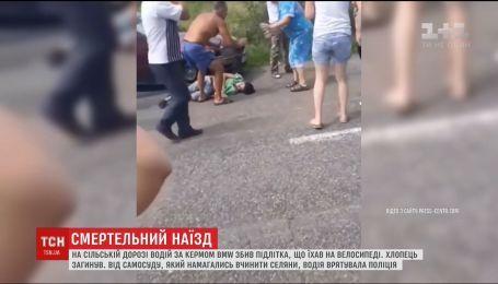 На Буковині люди побили водія, який на смерть збив підлітка-велосипедиста