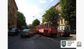 Хлопець дістав тяжку травму голови у львівському трамваї