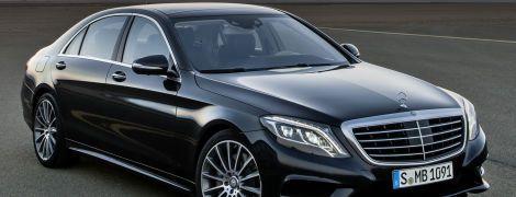 У Порошенка надумали купити чотири люксових Mercedes і виділили на це 2 млн доларів