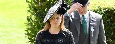 В интересном платье и на шпильках: принцесса Беатрис на скачках в Аскоте