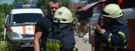 В Днепре вспыхнул пожар на заводе обоев