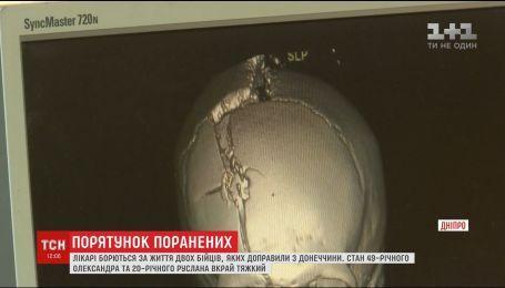Двоє бійців, які отримали складні поранення на Донеччині, досі перебувають в комі