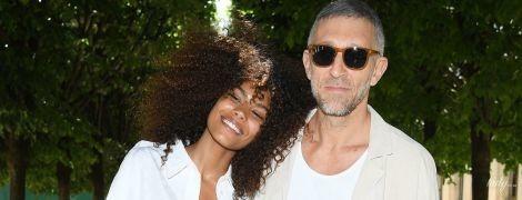 Счастливые и влюбленные: Тина Кунаки и Венсан Кассель на Парижской неделе моды