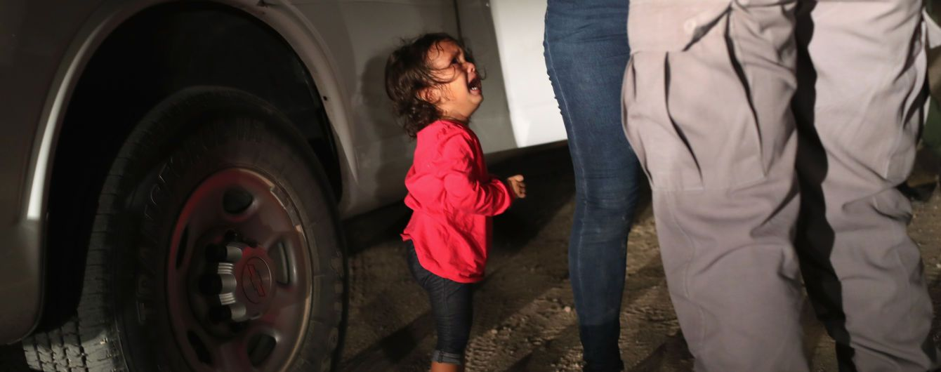 Девочку-мигрантку из Гондураса, фото которой попало на обложку Time, никогда не забирали у матери