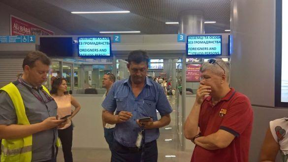 Літак посадили  в Одесі_5