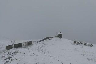 У Карпатах через сніг та туман почали евакуацію дитячого табору