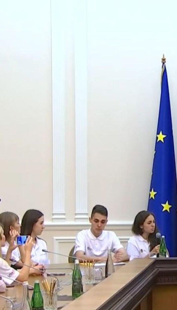 Українські студенти проходитимуть стажування в Адміністрації президента та Кабміні