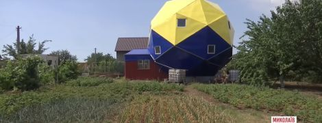 Пенсіонер у Миколаєві побудував дивовижний будинок для реабілітації АТОвців