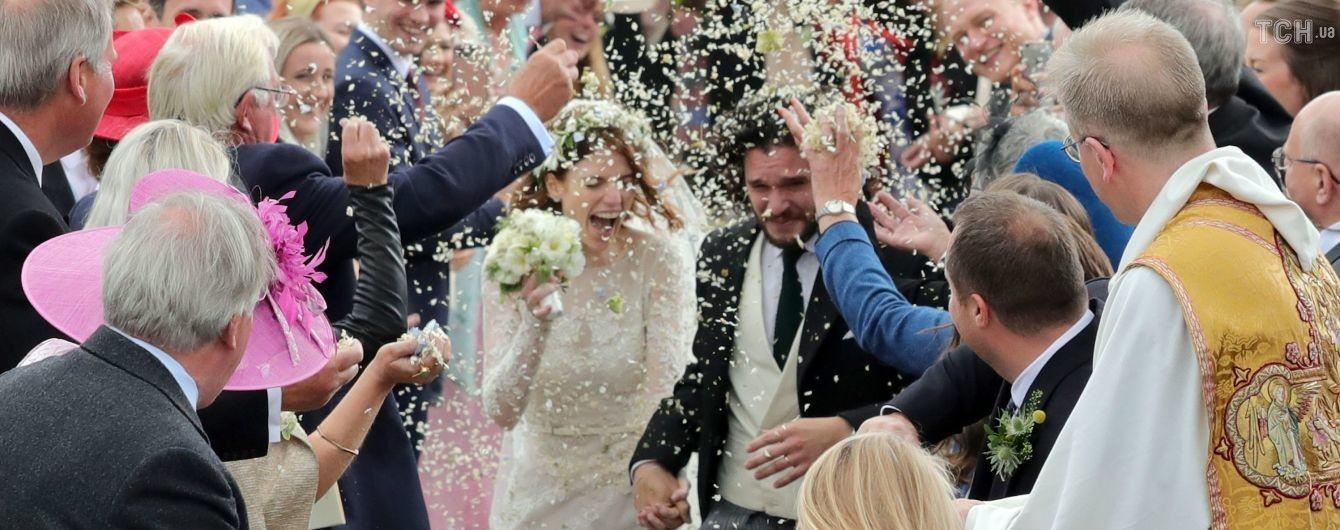 """Церемония в старинном замке и Харингтон на такси. В Шотландии поженились звезды """"Игры престолов"""""""