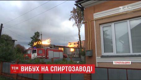 Из-за пожара на спиртзаводе в Збараже эвакуировали 400 человек