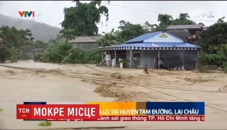 Смертоносные наводнения и оползни охватили Китай и Вьетнам