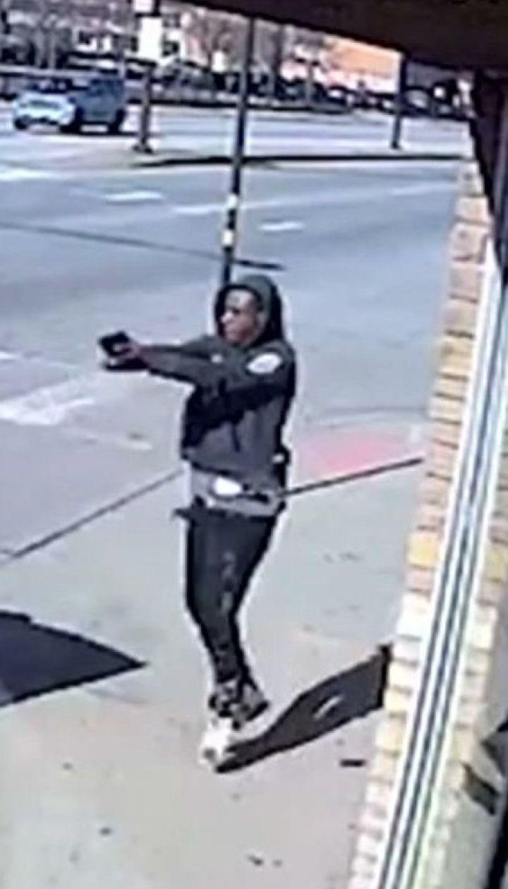 Невдале пограбування: у Чикаго грабіжники дістали несподівану відсіч від офіцера поліції