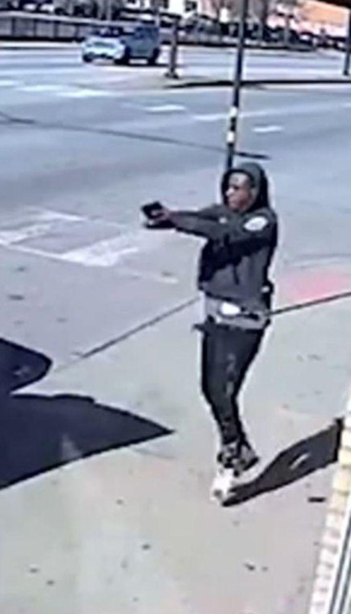 Неудачное ограбление: в Чикаго грабители получили неожиданный отпор от офицера полиции