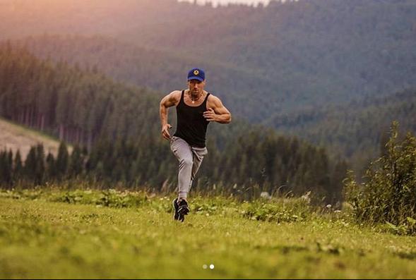 Рэмбо отдыхает: Винник показал свои мышцы вдействии