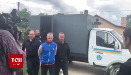 Подозреваемого в организации нападения на ромов привезли в суд Львова