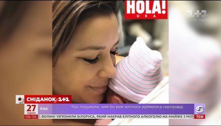 Молода матуся Єва Лонгорія продовжує ділитися фото новонародженого сина