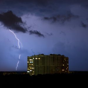 Еще более мощные грозы и град. Спасатели предупредили об ухудшении погоды