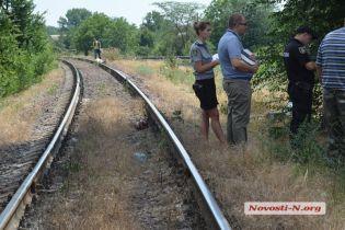 Голову отбросило на сто метров. В Николаеве актер бросился под поезд из-за несчастной любви