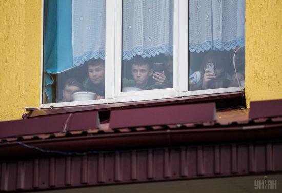 На Львівщині підліток випав з вікна школи, коли тікав від охоронця
