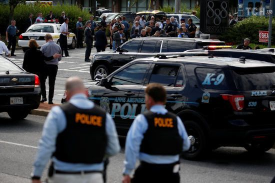 Поліція заявила про загибель п'ятьох людей внаслідок стрілянини у редакції газети у США