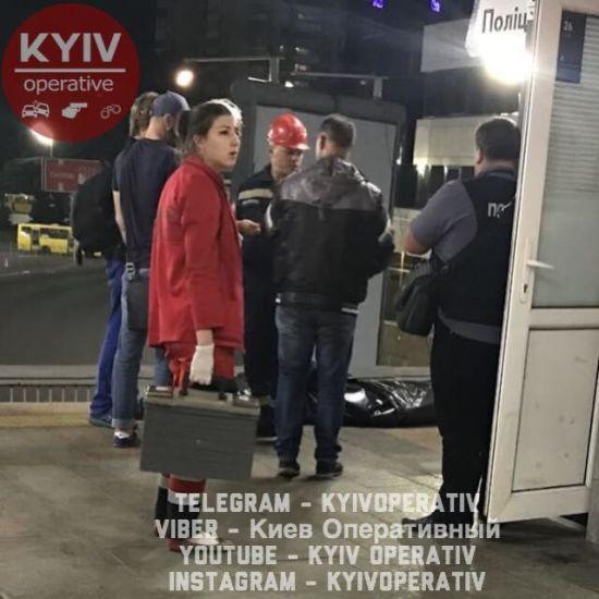 У київському метро чоловік загинув під колесами потягу