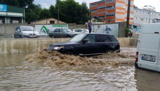 Шалена злива: вулиці Кишинева перетворилися на ріки