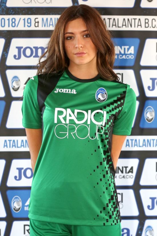 Італійський клуб представив нову форму на дівчатах-моделях