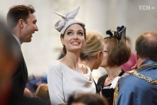 Элегантная Анджелина Джоли в изысканной шляпке удивила образом