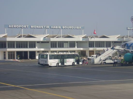 Сотні українських туристів другу добу не можуть вилетіти з Тунісу
